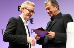 mario-testino-right-presents-the-2011-turner-prize-to-martin-boyce-463276601